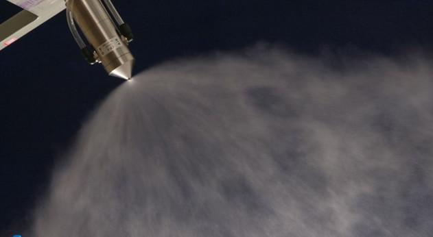 正在喷雾的超声波雾化喷嘴